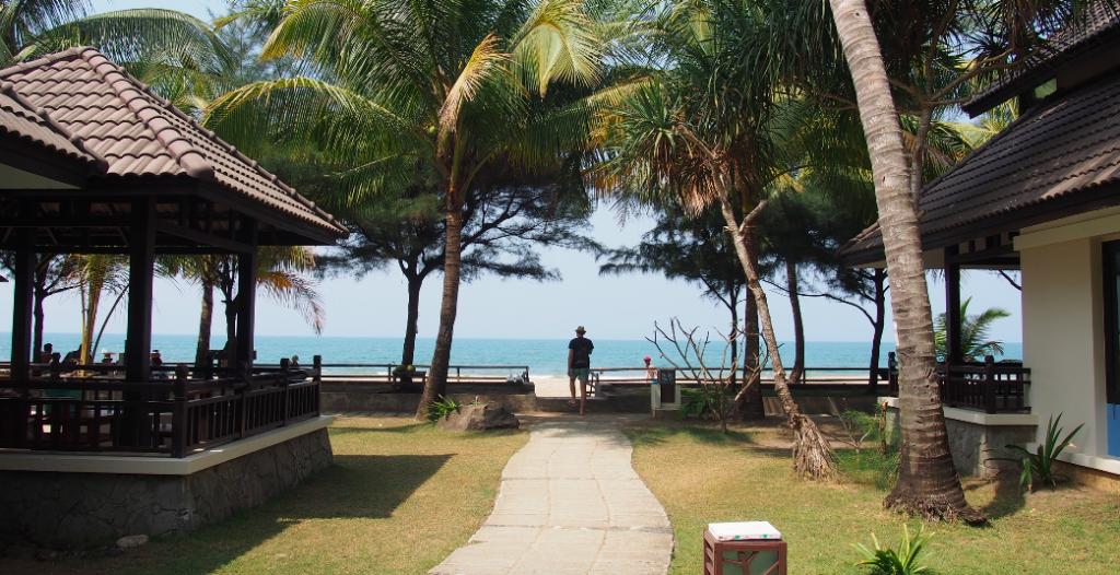 chaung tha beach hotel