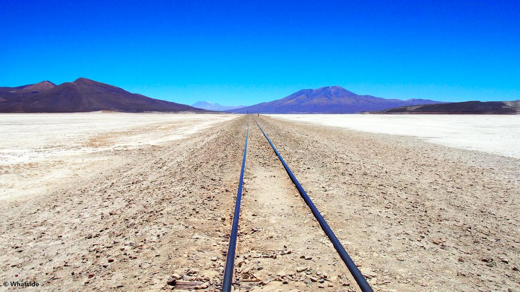 Les rails de train dans la Salar de Uyuni