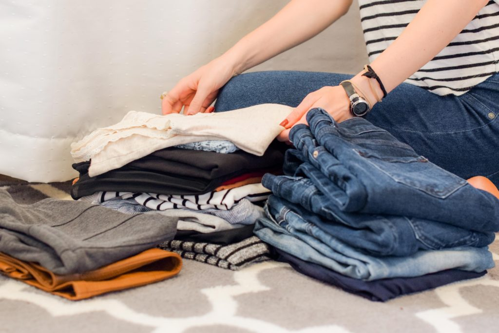 plier vêtements valise